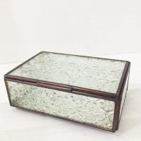 Kotak Kaca Antik dengan kaca motif