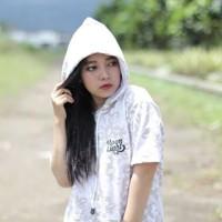 Atasan Baju Kaos Hoodie Wanita Putih Lengan Pendek Moonlight