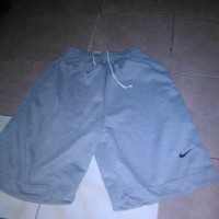 Celana pendek Nike(1 kodi) Rp.500.000