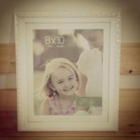 Frame foto kayu 'ukir' warna putih ukuran 10R