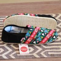 harga Sepatu Wanita Wakai Slip On Motif Lukis Casual Santai Flat Shoes #1 Tokopedia.com