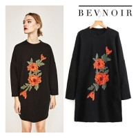 Atasan Sweater Hitam Black Motif Bunga Bevnoir