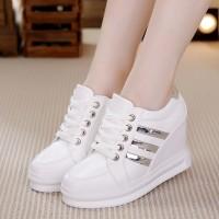 Jual Sepatu Wanita / Sepatu Boots / Boots Wanita Wedges Adidas Putih Murah