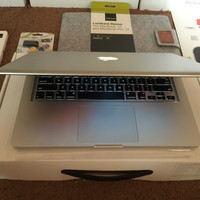 Macbook Pro 13 MD101 i5 2.5 RAM 4 GB HDD 500 FULLSET DUS BUKU MURAH