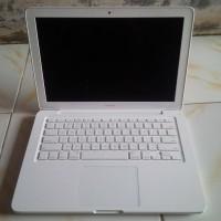 Macbook White Unibody 7.1 RAM 4GB Cocok untuk Gamers, Grafis & Editing