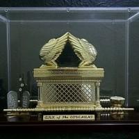 Miniatur Tabut Perjanjian / The Ark of The Covenant