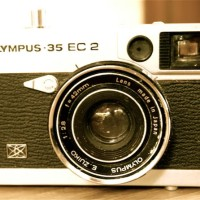 Kamera Antik OLYMPUS - 35 EC 2 (METAL CAMERA 42mm F2.8 ZUIKO LENS