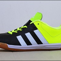 Harga adidas futsal sepatu olahraga pria terlaris | antitipu.com