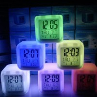 Jam weker alarm Moody Clock Kubus Berubah 7 Warna Pengukur suhu HHM117