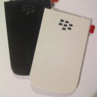 Backdoor For Blackberry Dakota 9900 / Montana black n white