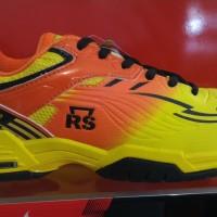 harga Sepatu Badminton / Bulu Tangkis Rs Super Liga 800 Tokopedia.com
