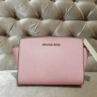Michael Kors Original Selma Medium Messenger Pale Pink