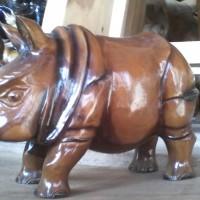 hiasan meja dan ruang patung badak sumatra