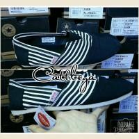 harga sepatu wakai shoes cewek cowok motif garis strapes sol karet Tokopedia.com
