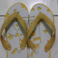 sandal jepit ukir spongebob