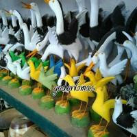 Patung taman motif burung