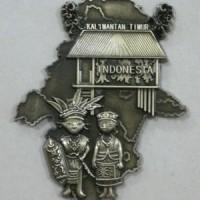 Magnet kulkas Kalimantan Timur metal - souvenir Kalimantan - Indonesia