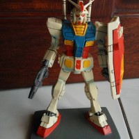 "Patung resin ""Gundam"""