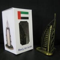 Pajangan miniatur Burj Al-Arab - souvenir Dubai-negara Uni Emirat Arab