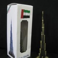 Pajangan miniatur Burj Khalifa - souvenir Dubai-negara Uni Emirat Arab