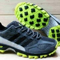 Sepatu Adidas Kanadia TR5