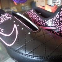 Sepatu Bola Nike Tiempo SB10 Hitam Pink