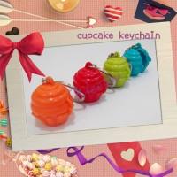 tupperware cupcake keychain (1)