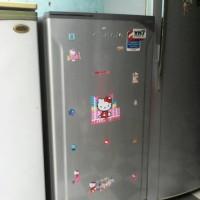 kulkas 1 pintu merk toshiba glacio mulus seperti baru