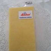 Keju Parmesan Anchor - (Keju Tua) - 1 batang (+/- 780 gr) - Halal