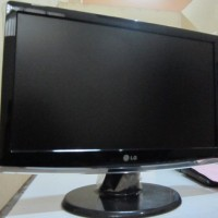 LCD MONITOR LG 19 INCH WIDE