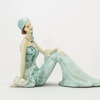 Pajangan Figurine Wanita Duduk