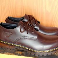 harga Sepatu Dr. Martens Coklat Low 3 Hold Kulit Asli Tokopedia.com