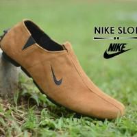 Sepatu Slop Kerja Casual Pria Nike Tan