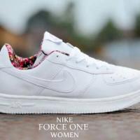 sepatu olah raga wanita casual santai lari nike air force 1 full white 80a68f43c6