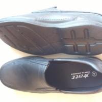 Sepatu Pria Pantofel Karet Merk ATT Anti Hujan