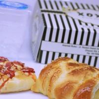 paket snack box roti manis (pizza sosis dan pilar keju)