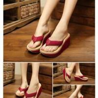 Sandal Wedges Japit Model Baru, Warna Merah Maroon