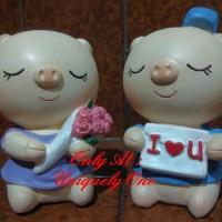 PATUNG MINIATUR PAJANGAN : SEPASANG BABI PIGGY PIG COUPLE I LOVE U
