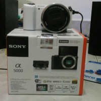 SONY Alpha A5000 (WHITE) Kit 16-50mm F3.5-5.6 OSS