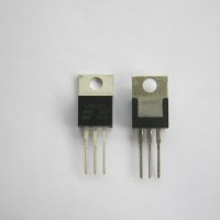 IC 7812 Voltage Regulator