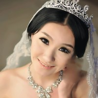 Aksesoris set mahkota, kalung dan antingan diamond untuk pengantin