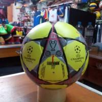 Bola futsal adidas bahan viu motif