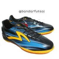 Sepatu Futsal SPECS ACCELERATOR LAZER IN BLACK/ROCK/BLUE/ORANGE Ori