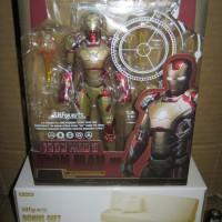 Iron Man Mark 42 with Tony Sofa SHF Figuarts Action Figure