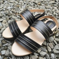 harga flatshoes sandal yongki komaladi black strappy gladiator Tokopedia.com