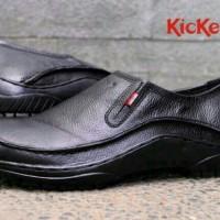 harga Sepatu casual formal pria terlaris kickers slop slip on kulit hitam Tokopedia.com