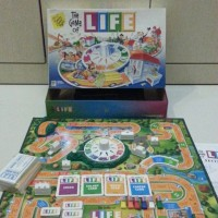 The Game of LIFE 2002 by Milton Bradley
