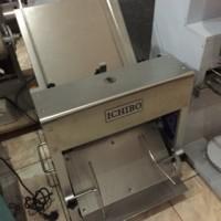 mesin pemotong roti tawar / bread slicer