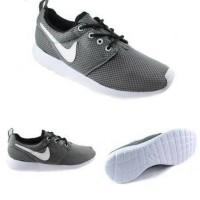 Nike Rosherun Grey White / Abu Abu / Sepatu Running Nike