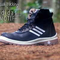 Sepatu Boot Casual Tracking Adidas